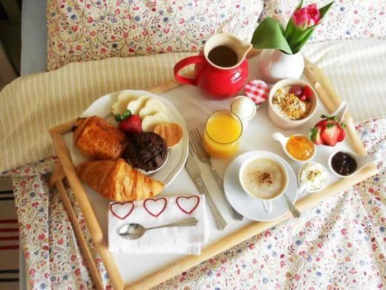 Mic dejun romantic