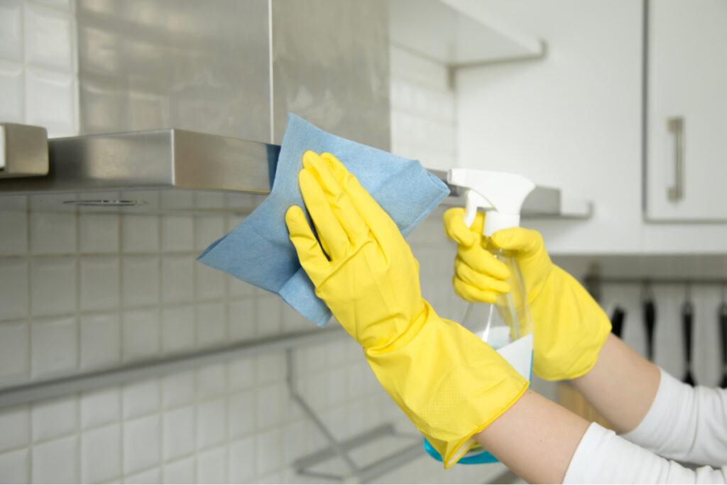 Curățarea hotei