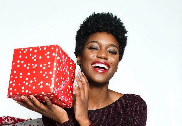 Cadouri de lux pentru femeile din viața ta