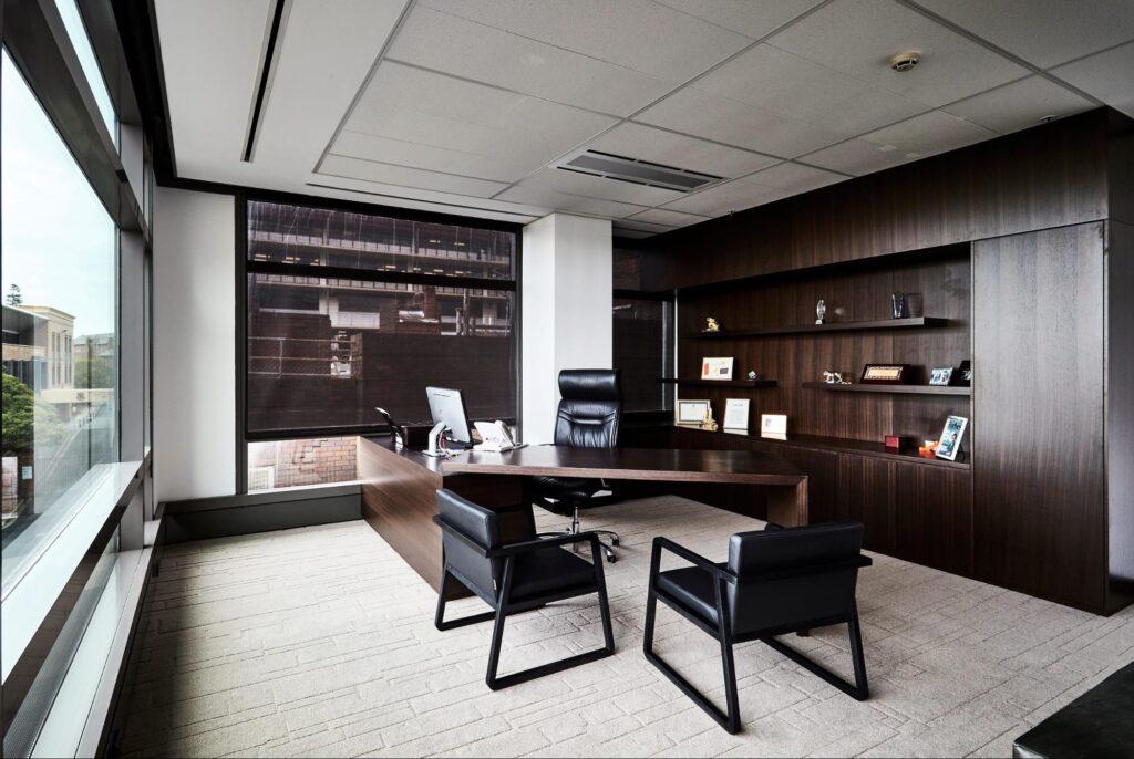 Amenajarea biroului directorial