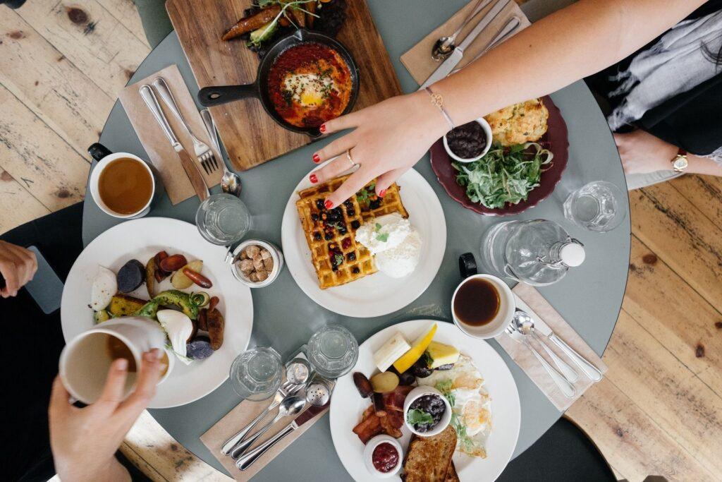 Mise en place pentru mic dejun – Cum să aranjezi masa?