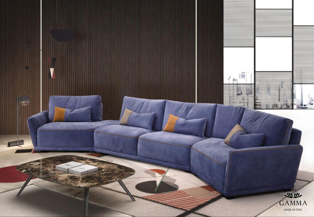 Canapea în mijlocul living-ului